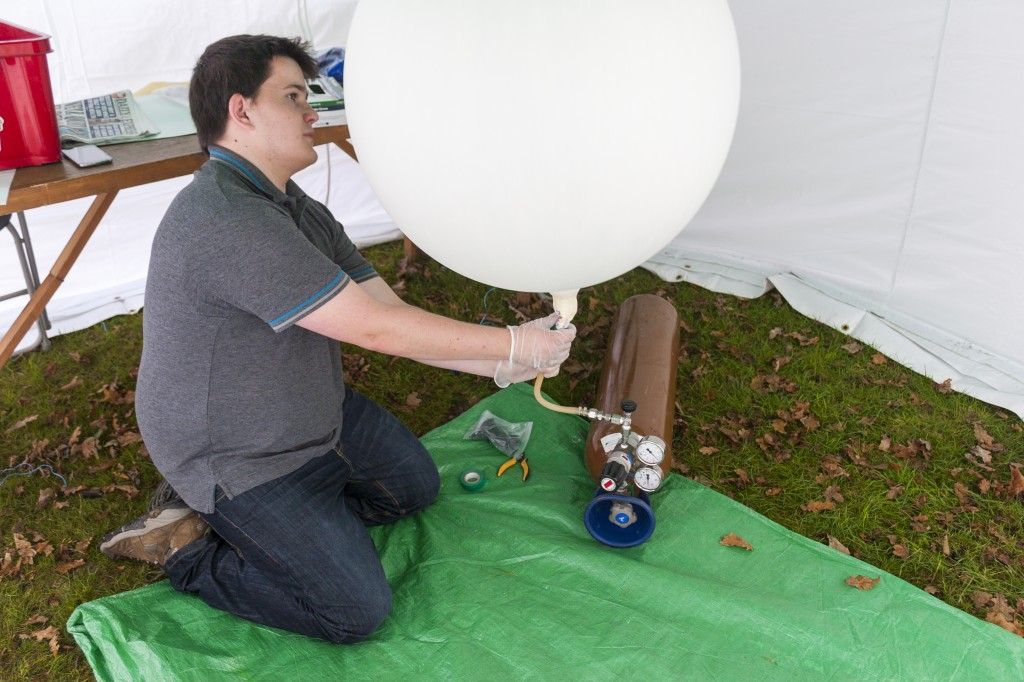 Chris filling his 100g Pawan Latex Balloon